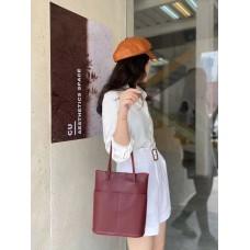 На фото 1 - Мягкая сумка из натуральной кожи, цвет бордовый