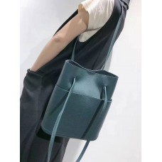 На фото 1 - Мягкая сумка из натуральной кожи, цвет темно-зеленый