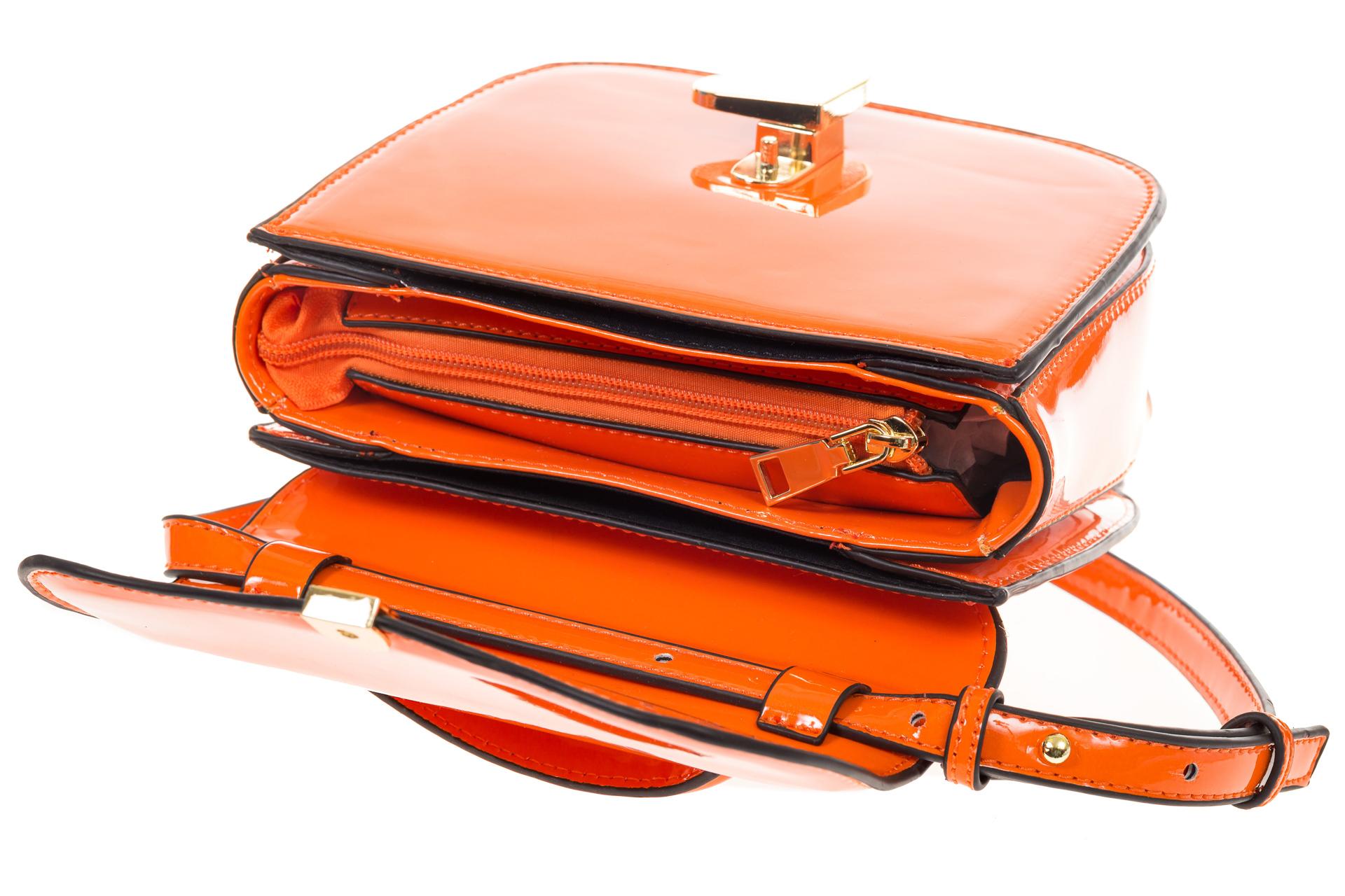 На фото 4 - Оранжевая лаковая сумка с замком-сердечко 6239