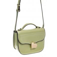 на фото Оливковая лаковая сумка с замком-сердечко 6239
