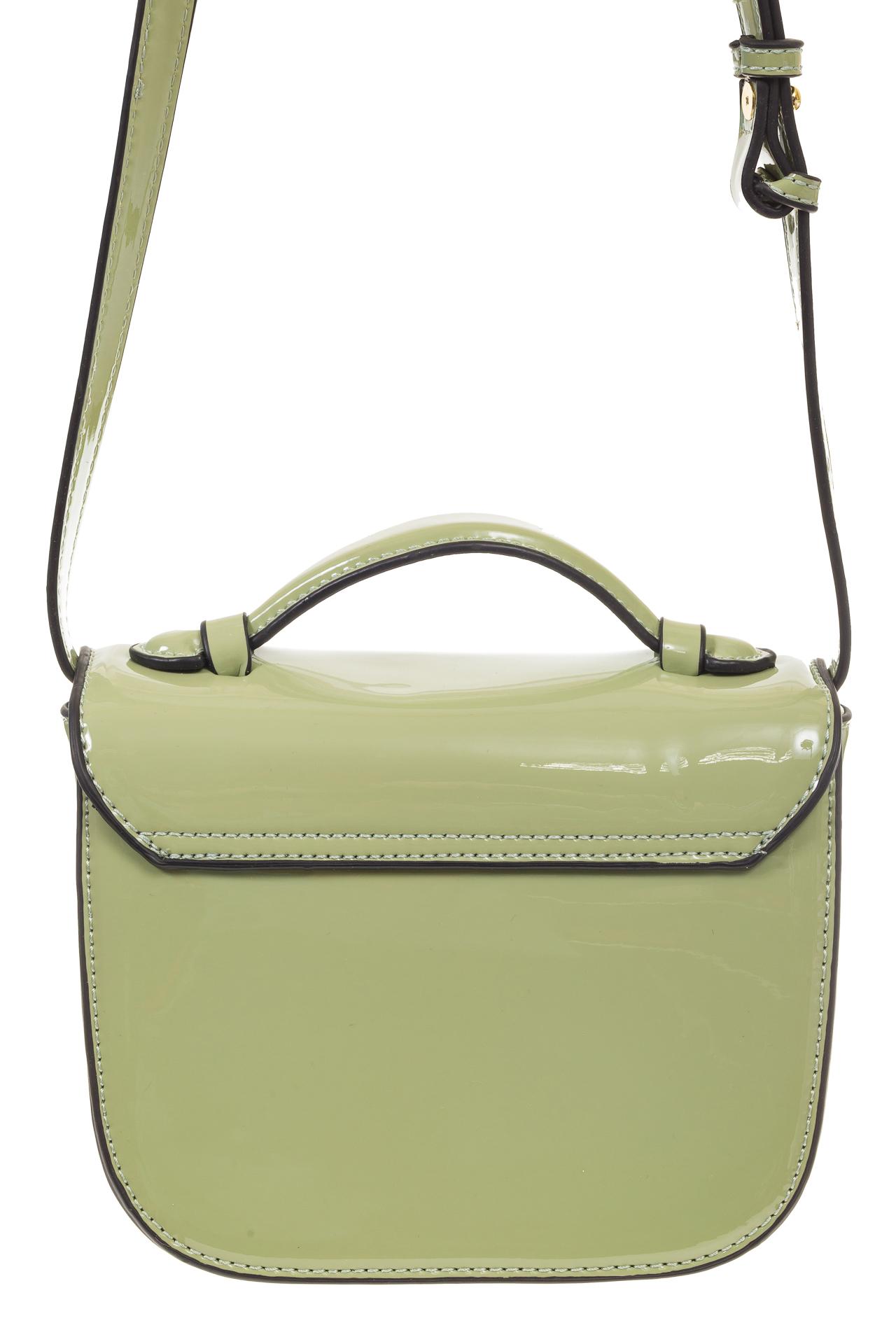 На фото 3 - Оливковая лаковая сумка с замком-сердечко 6239