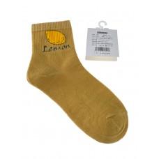 На фото 1 - Женские носки с высокой резинкой, принтом и надписью, цвет горчичный
