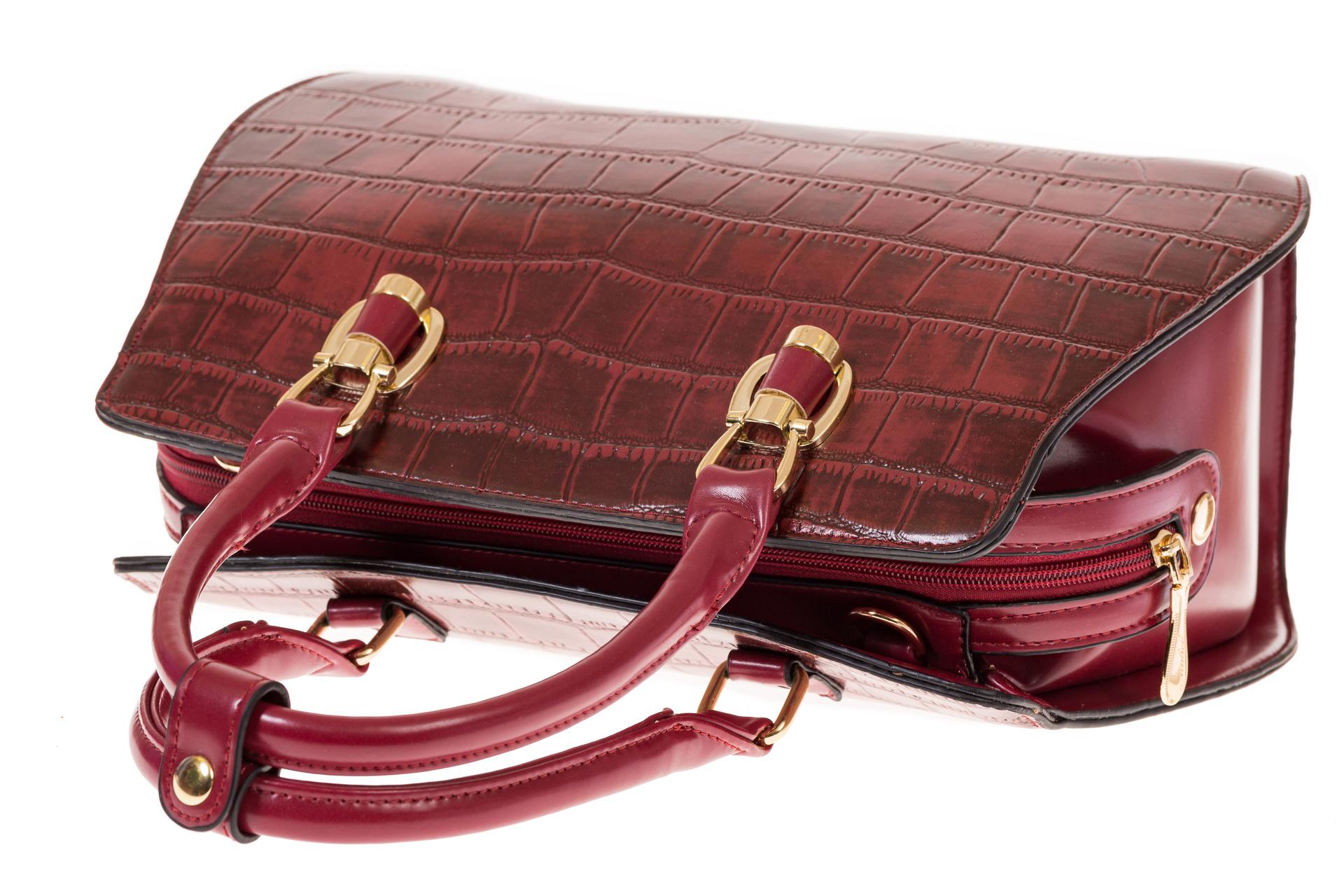 На фото 4 - Женская сумка из эко-кожи с тиснением