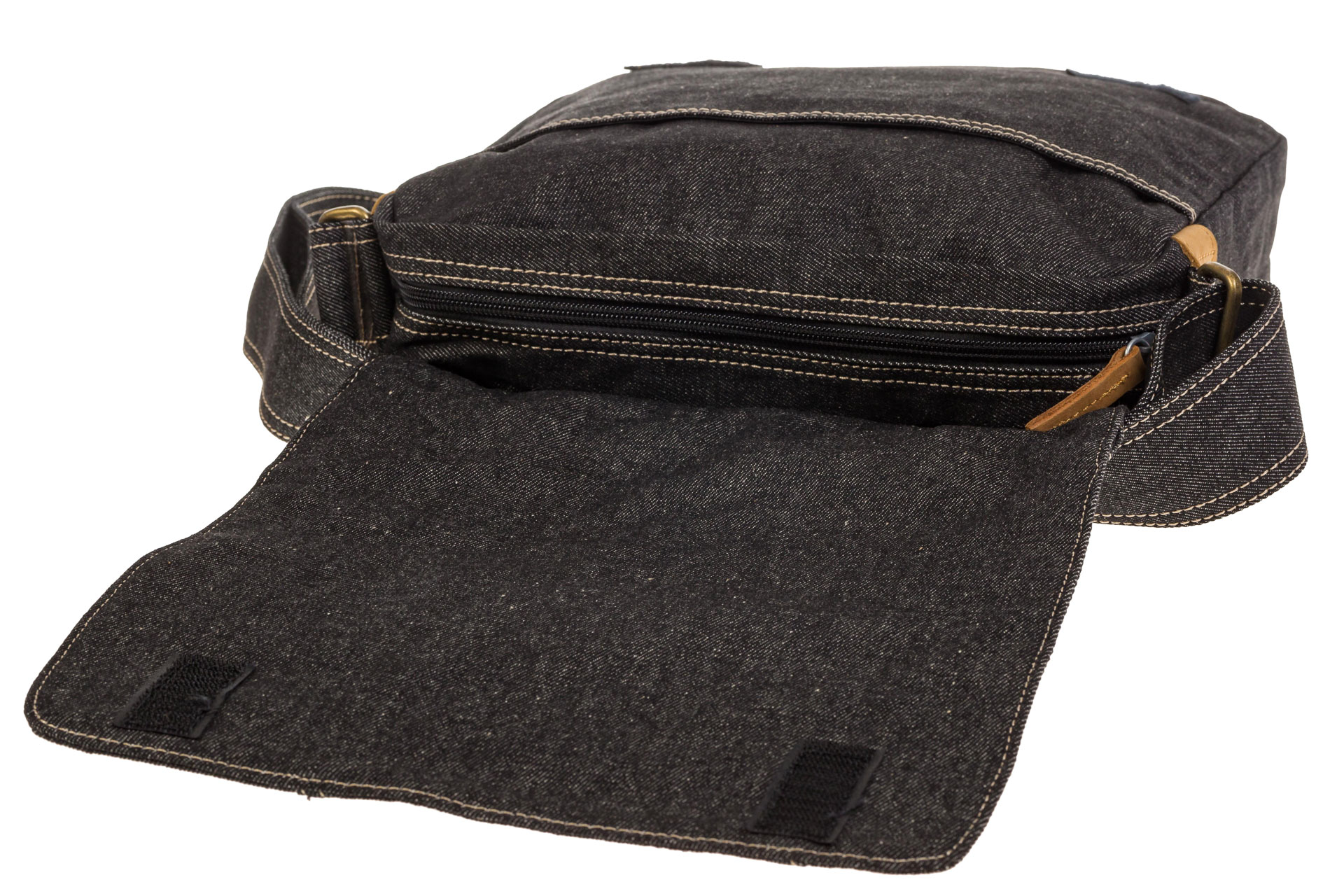 На фото 4 - Сумка-почтальонка серо-черного цвета из джинсы