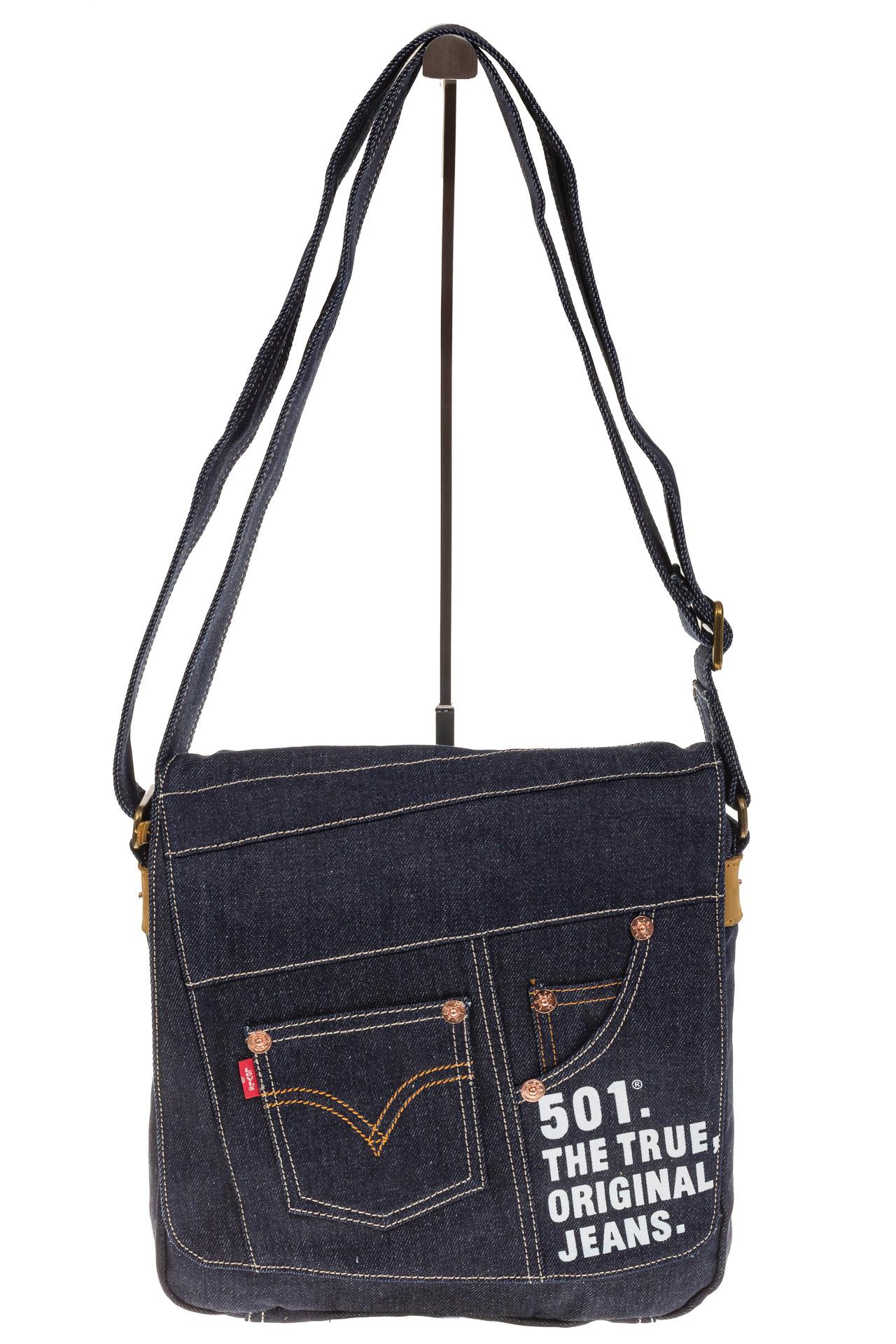 На фото 2 - Сумка-почтальонка синего цвета из джинсы