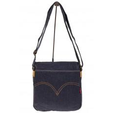 На фото 3 - Сумка-почтальонка синего цвета из джинсы