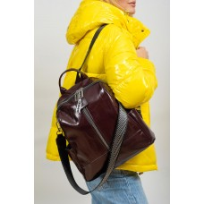 На фото 1 - Рюкзак-трансформер женский из лакированной экокожи, цвет бордовый