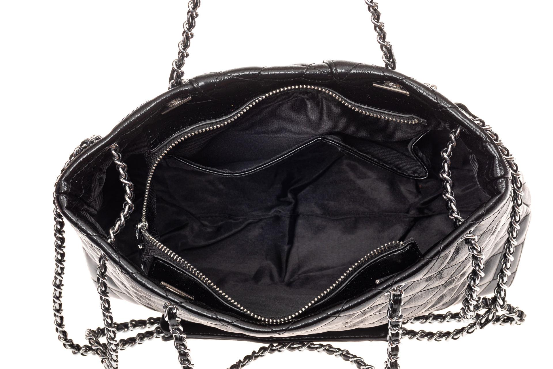На фото 4 - Сумка женская стеганая из искусственной кожи (экокожи), цвет черный