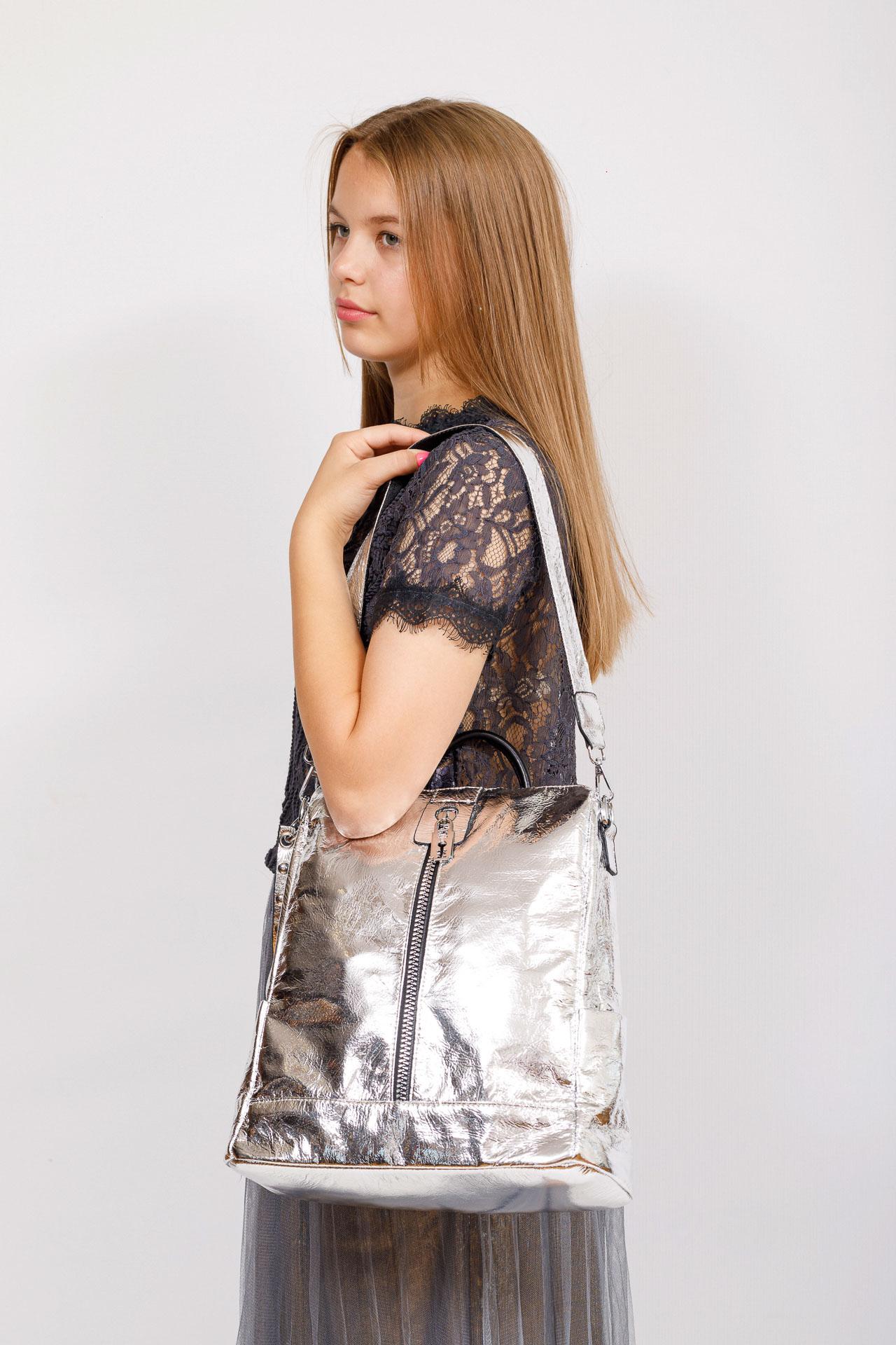 На фото 4 - Большой городской рюкзак из искусственной кожи, цвет серебро