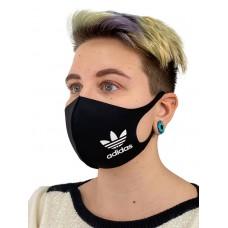 На фото 1 - Защитная маска со спортивным принтом, чёрная