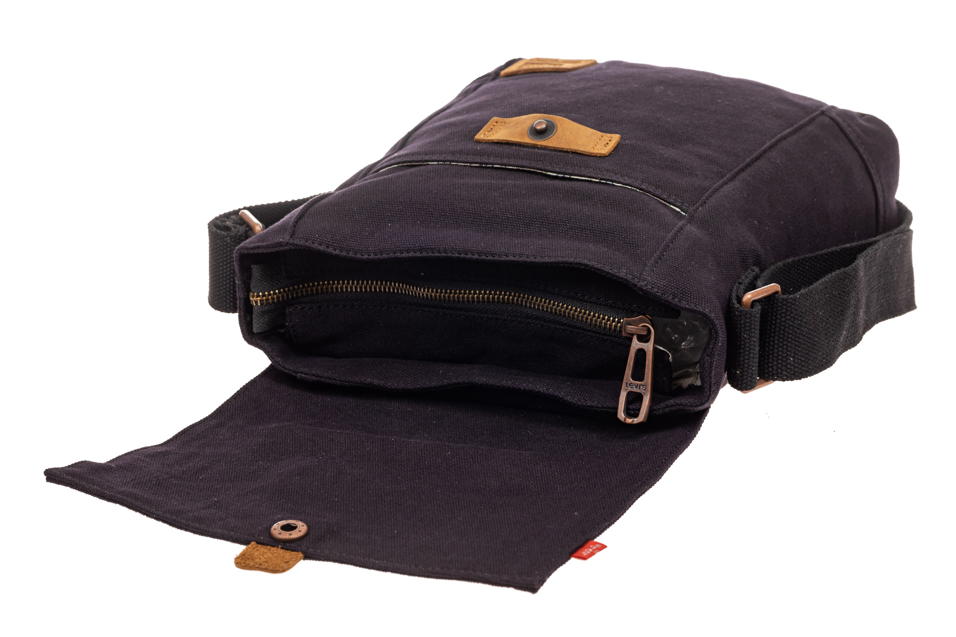 На фото 4 - Сумка почтальонка из джинсы, цвет синий