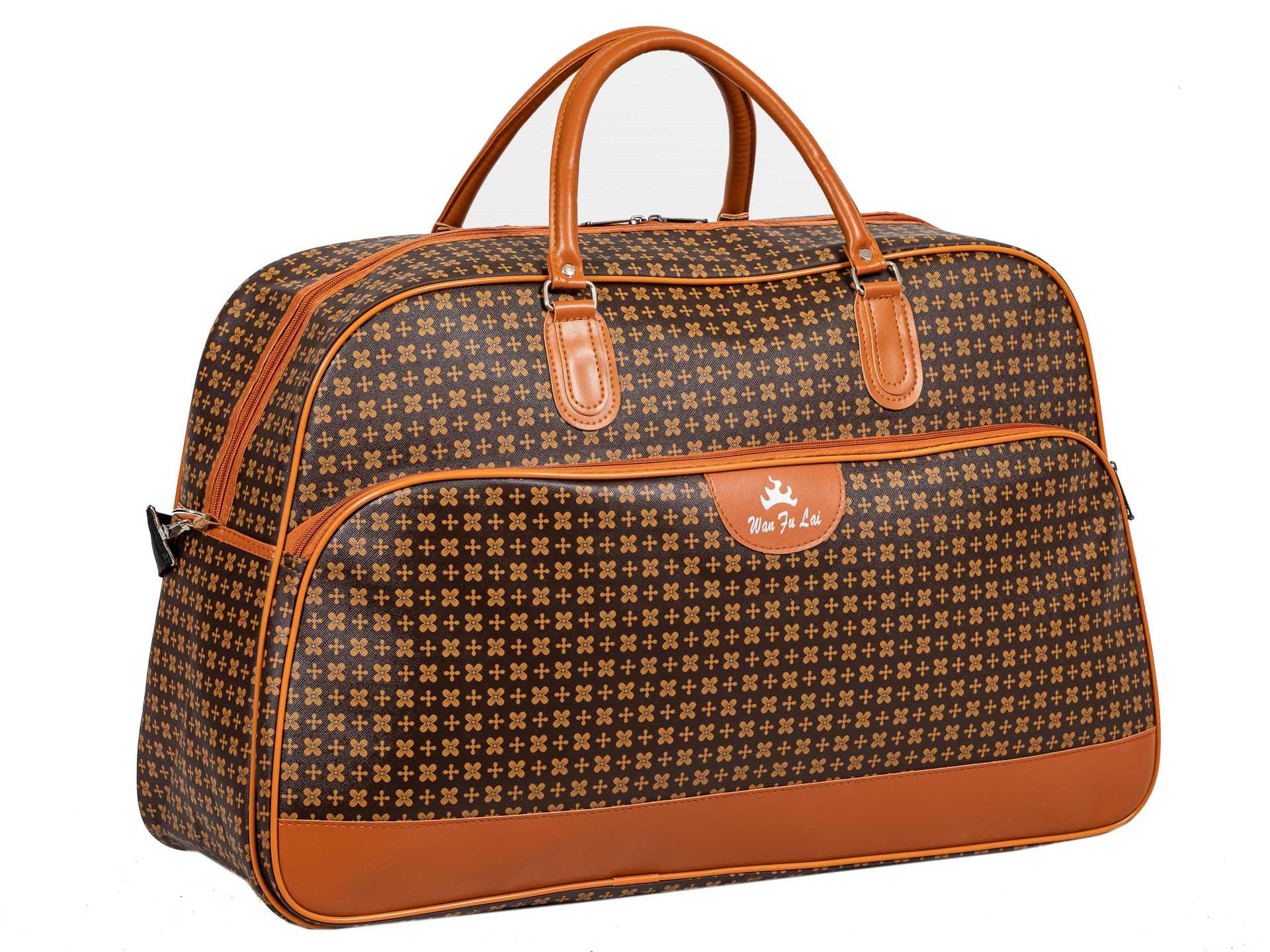 На фото 1 - Дорожная сумка из искусственной кожи, цвет коричневый, принт цветочный