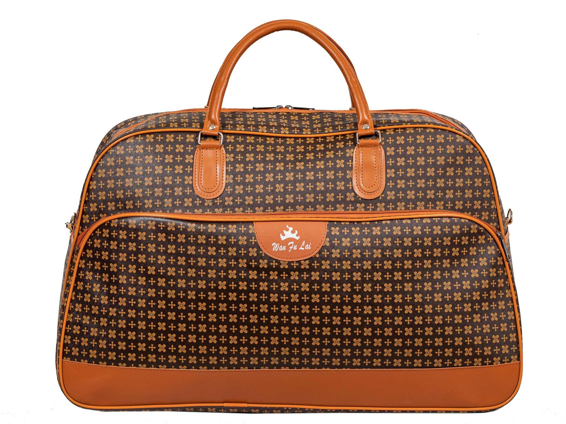 На фото 2 - Дорожная сумка из искусственной кожи, цвет коричневый, принт цветочный