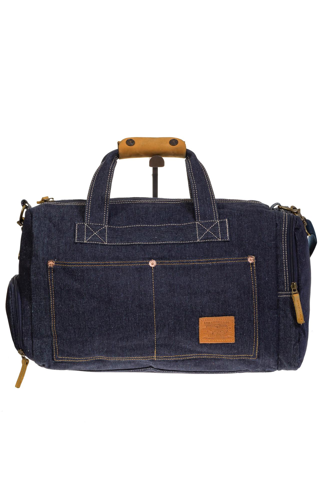 На фото 3 - Большая джинсовая сумка фирменного синего цвета