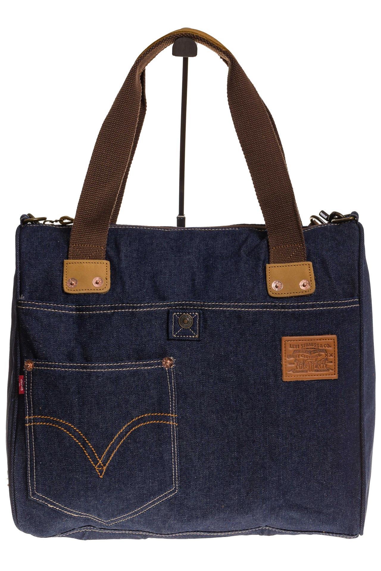 На фото 2 - Стильный джинсовый шоппер синего цвета