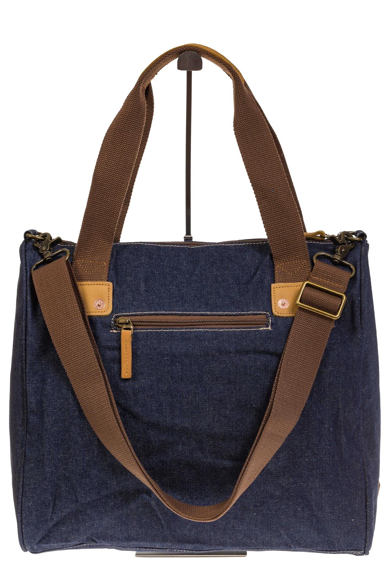На фото 3 - Стильный джинсовый шоппер синего цвета