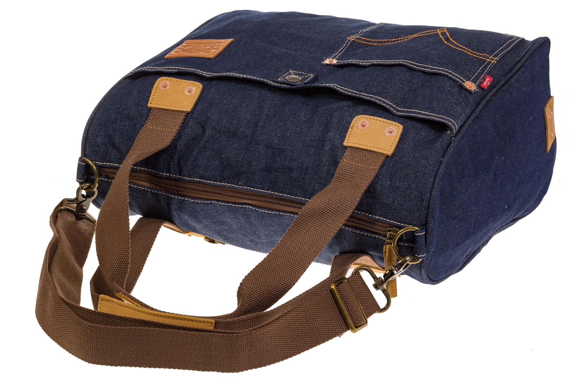 На фото 4 - Стильный джинсовый шоппер синего цвета