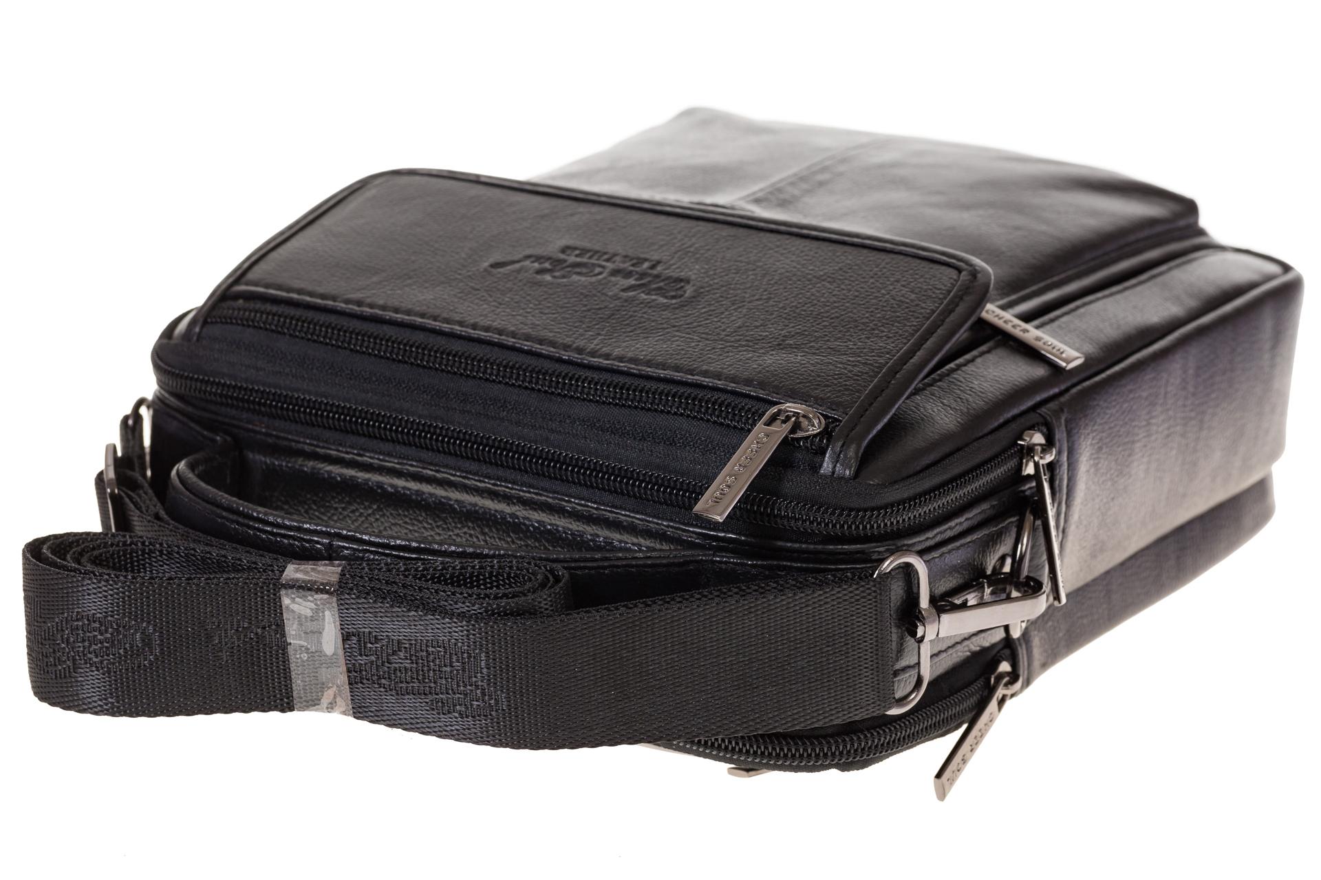 На фото 4 - Черная сумка-визитница из натуральной текстурной кожи