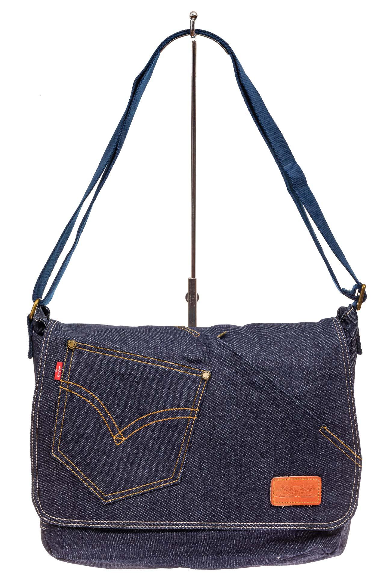 На фото 2 - Сумка почтальонка из джинсы, цвет синий
