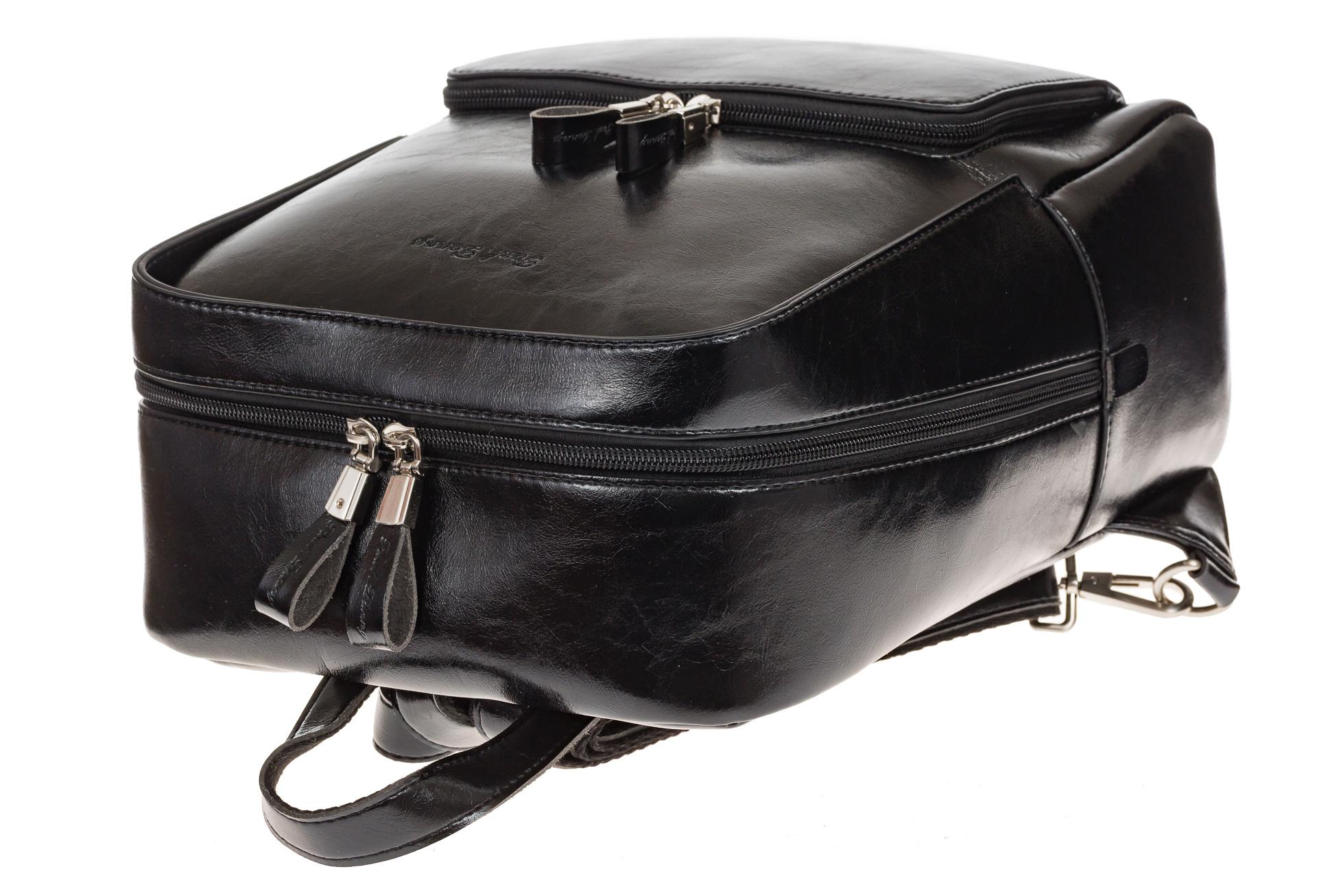 На фото 4 - Черный рюкзак из натуральной кожи, модель для женщин