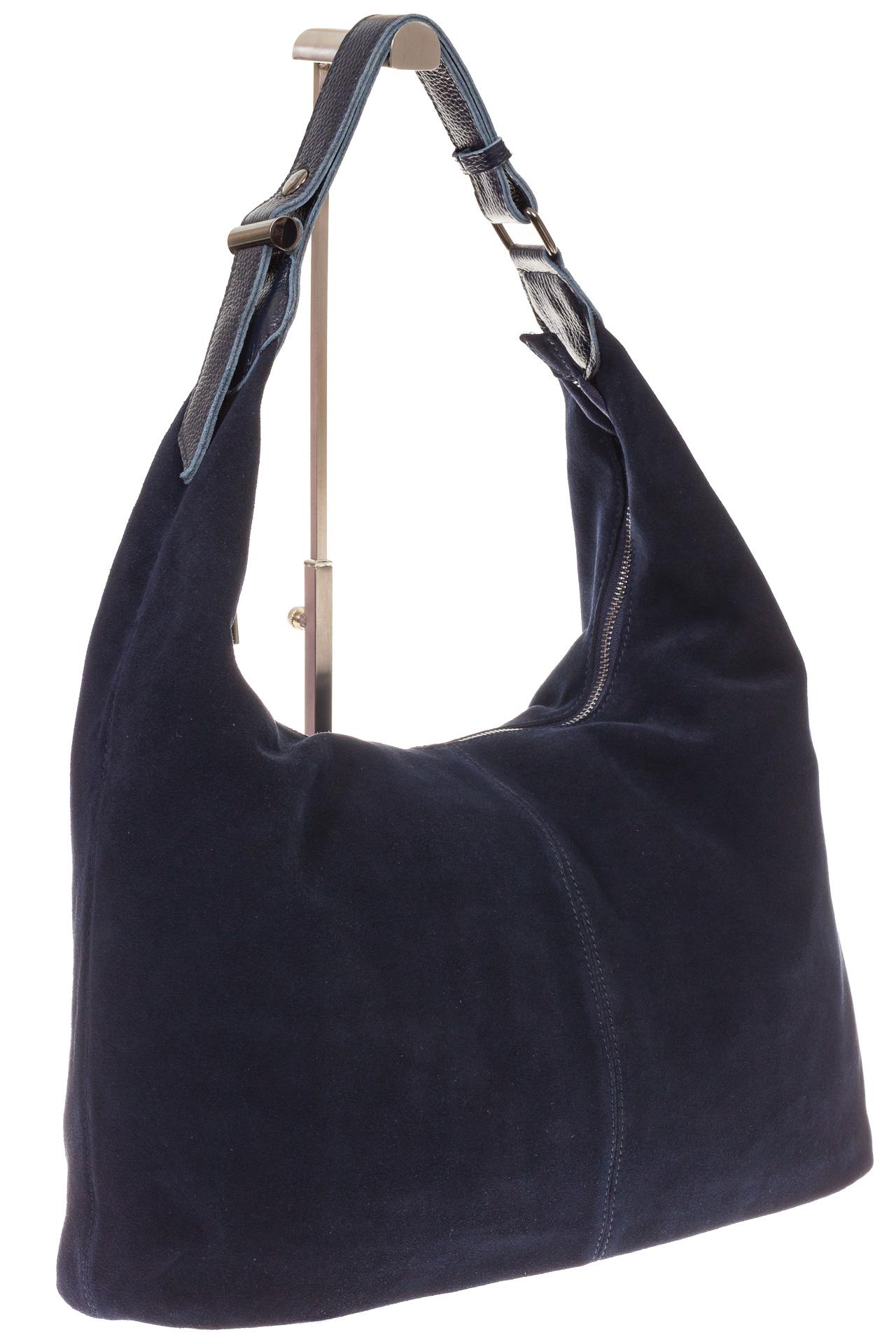 На фото 1 - Классическая сумка хобо из натуральной замши синего цвета