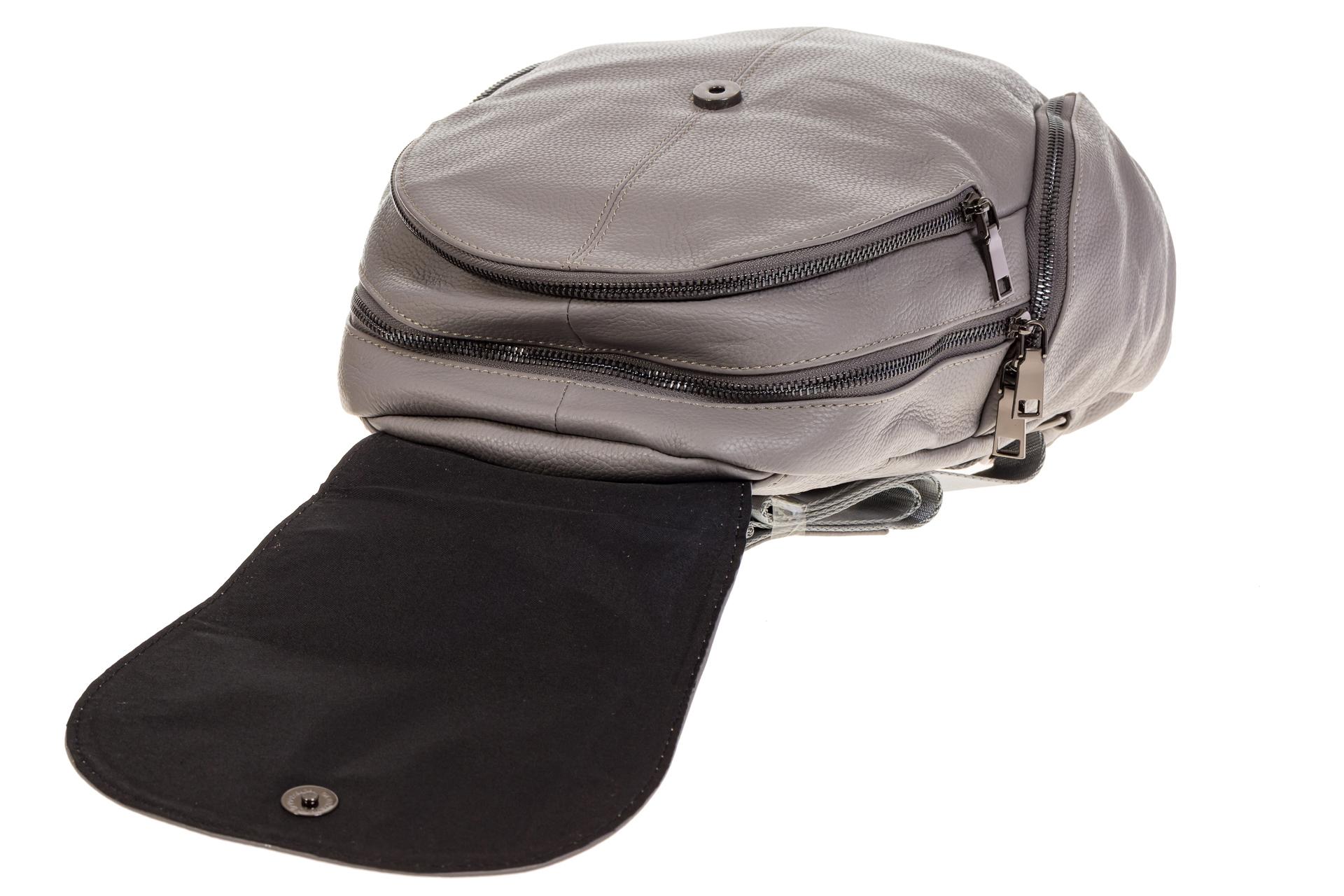 На фото 4 - Серый женский рюкзак из натуральной кожи для города 7113