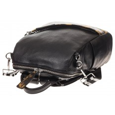 На фото 4 - Рюкзак из натуральной кожи, черный с бежевым принтом