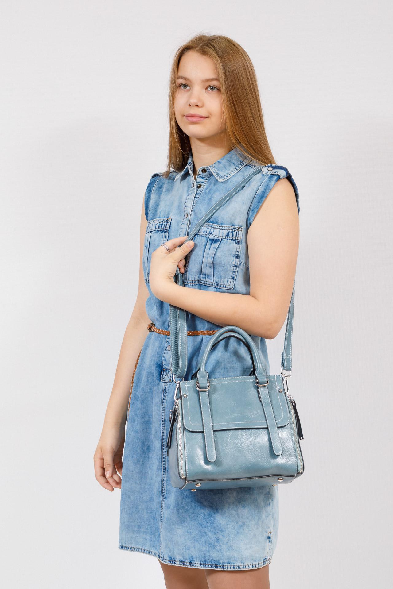 На фото 4 - Летняя женская сумка из искусственной кожи, цвет голубой