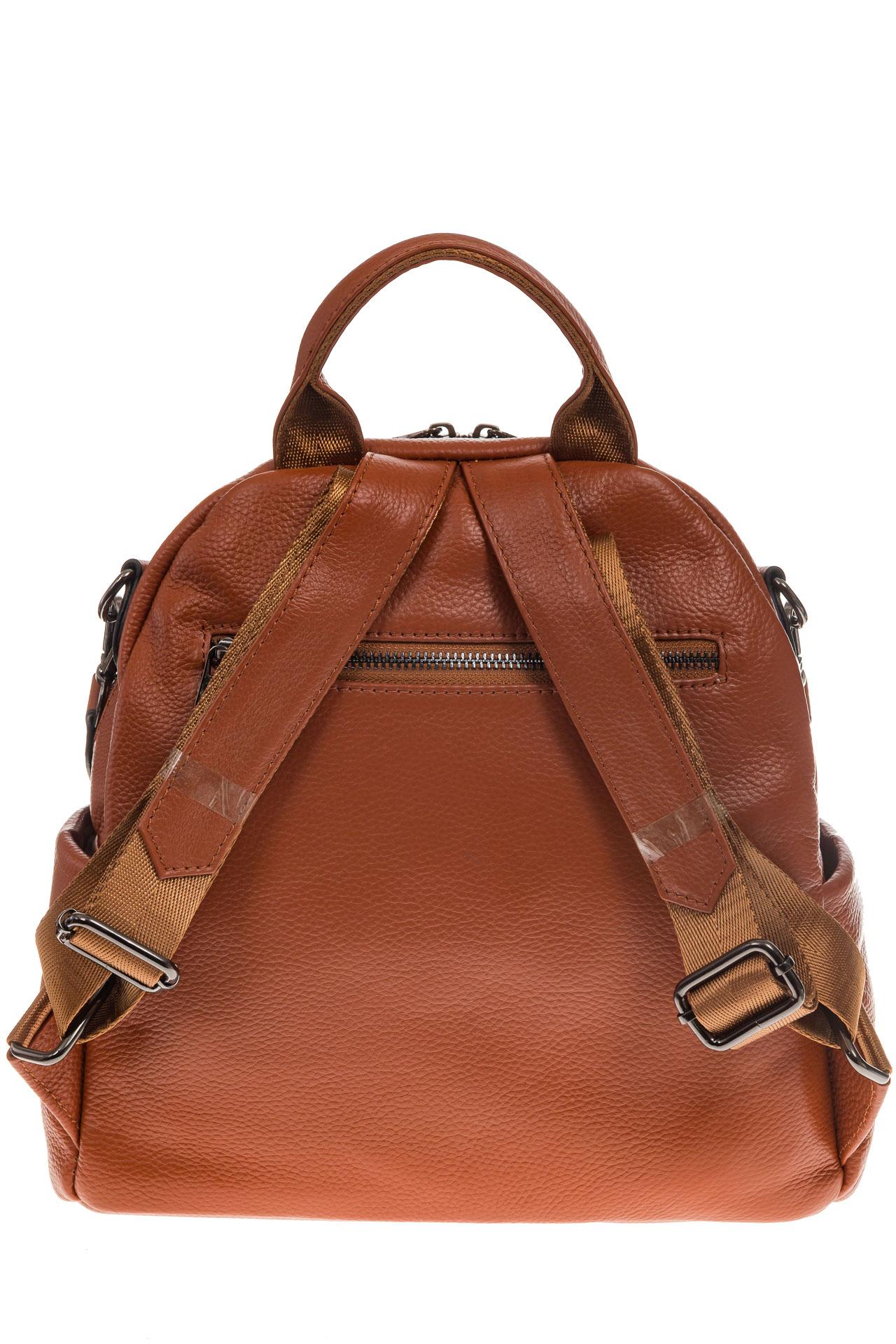 На фото 3 - Округлый женский рюкзак из натуральной кожи рыжего цвета