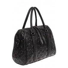 На фото 1 - Кожаная женская сумка с тиснёным принтом, цвет чёрный