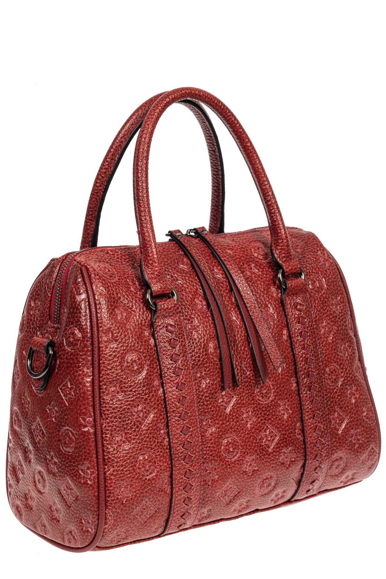 На фото 1 - Кожаная женская сумка с тиснёным принтом, цвет красный