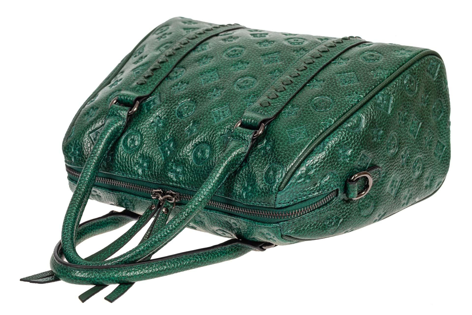На фото 4 - Кожаная женская сумка с тиснёным принтом, цвет зелёный