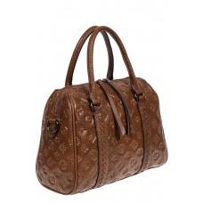На фото 1 - Кожаная женская сумка с тиснёным принтом, цвет коричневый