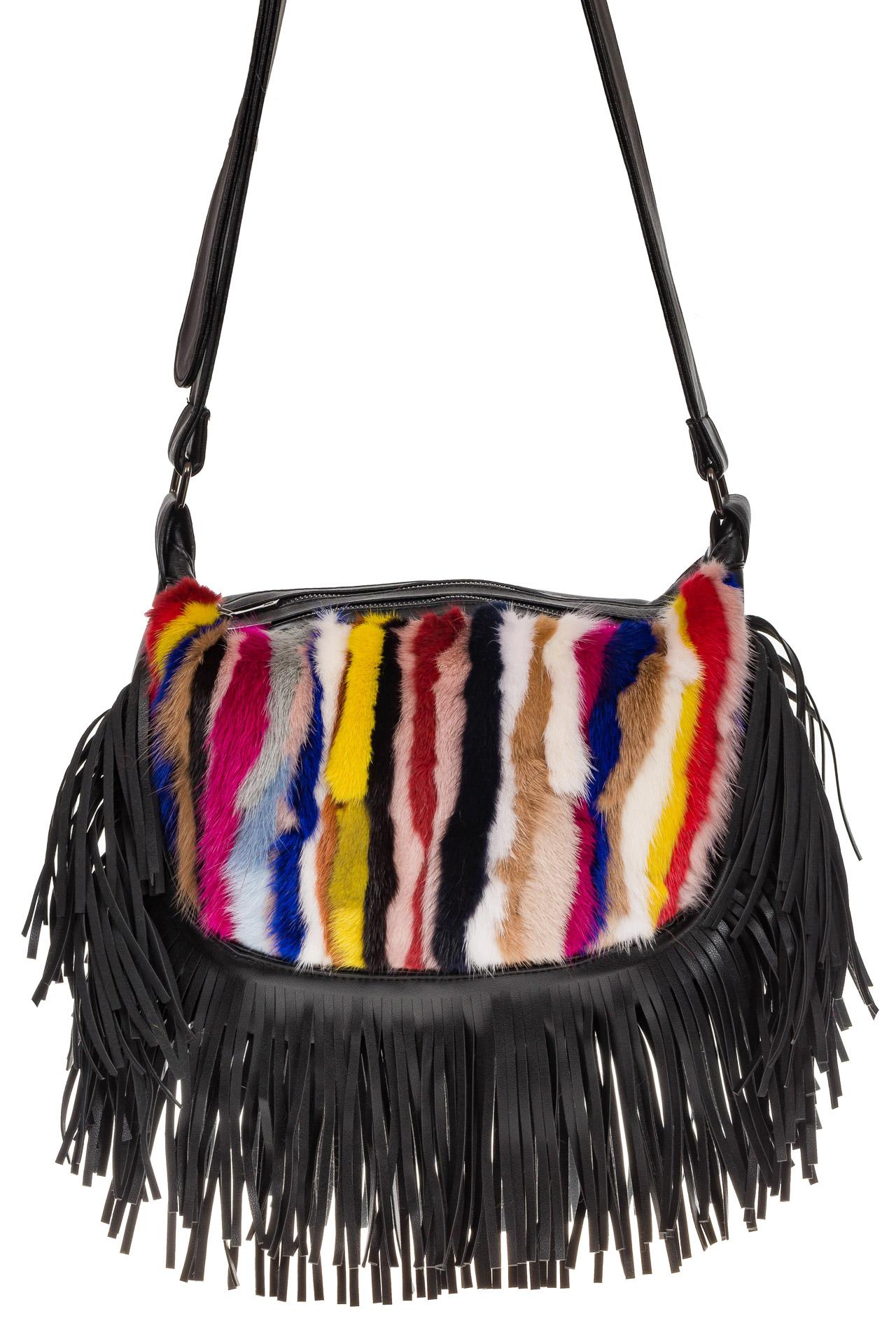 На фото 2 - Меховая сумка хобо с бахромой, вертикальный мультицвет