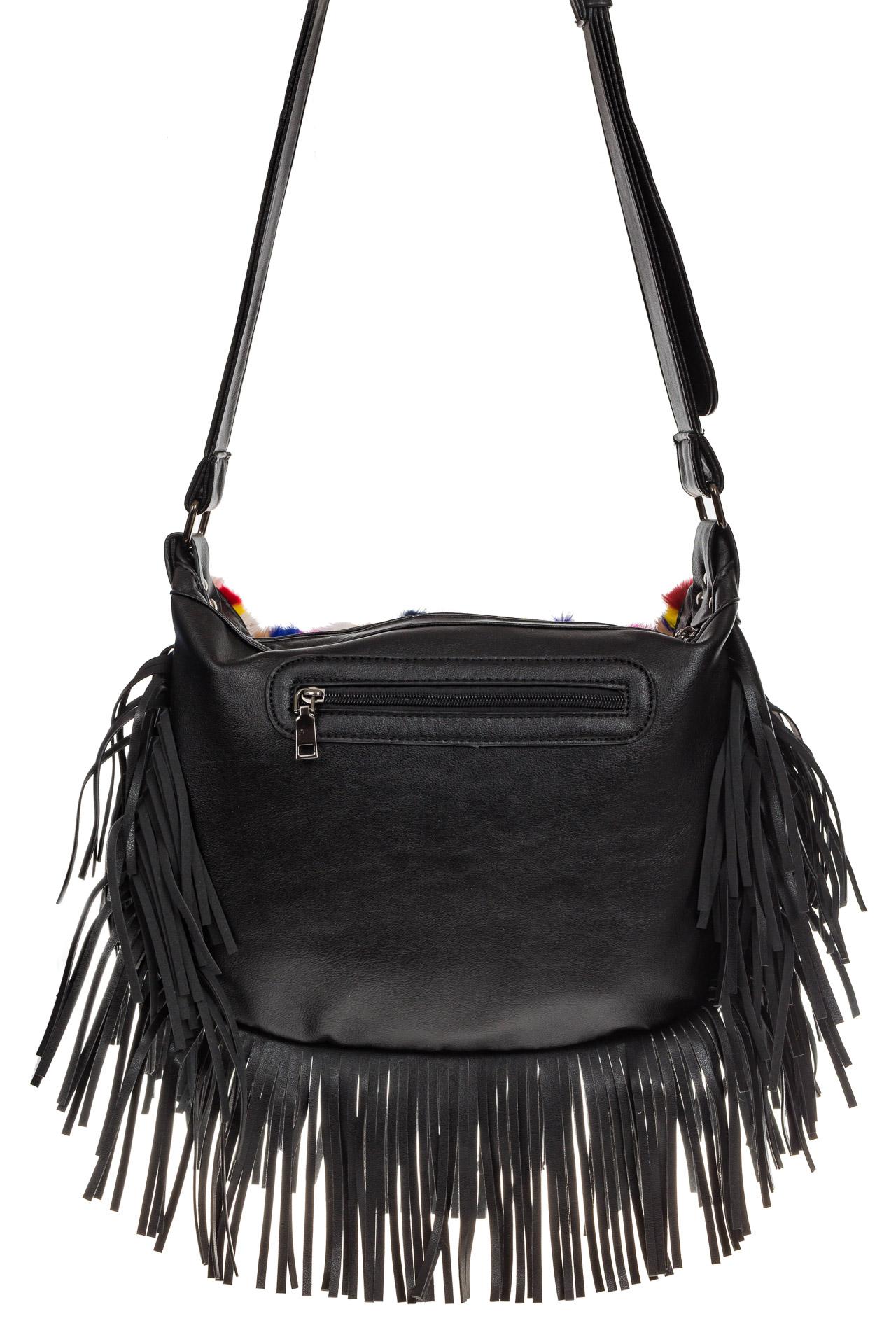На фото 3 - Меховая сумка хобо с бахромой, вертикальный мультицвет