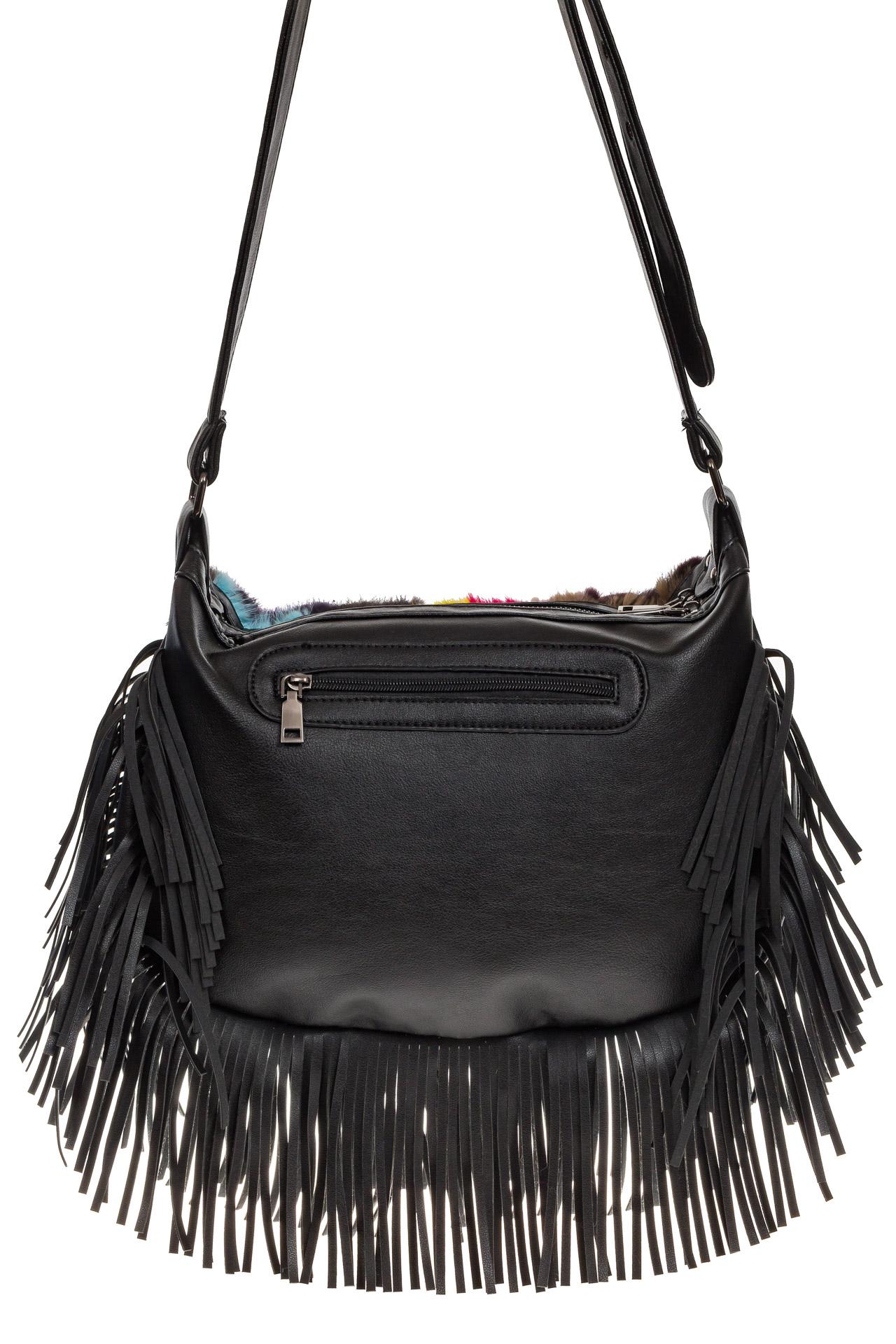На фото 3 - Меховая сумка хобо с бахромой, горизонтальный мультицвет