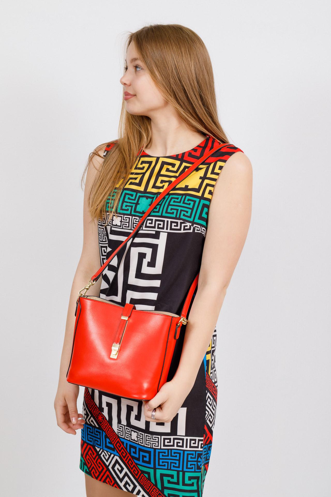 На фото 4 - Женская сумка из натуральной кожи, цвет красный