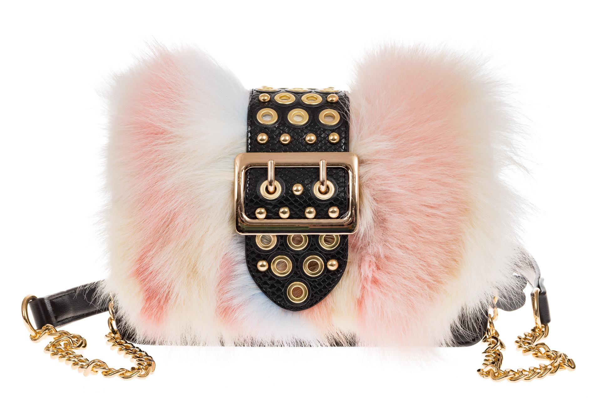 На фото 2 - Женская сумка из меха лисы, розовый мультицвет