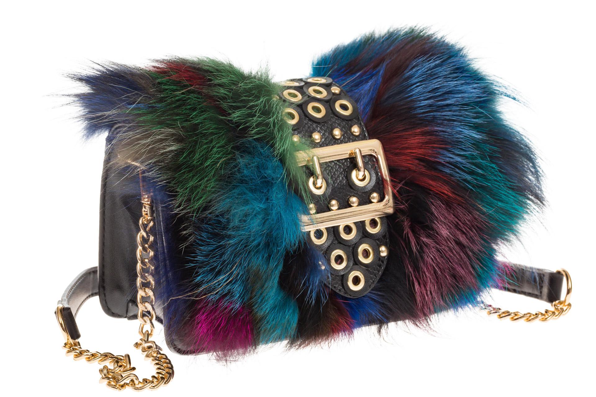 На фото 1 - Женская сумка из меха лисы, синий мультицвет