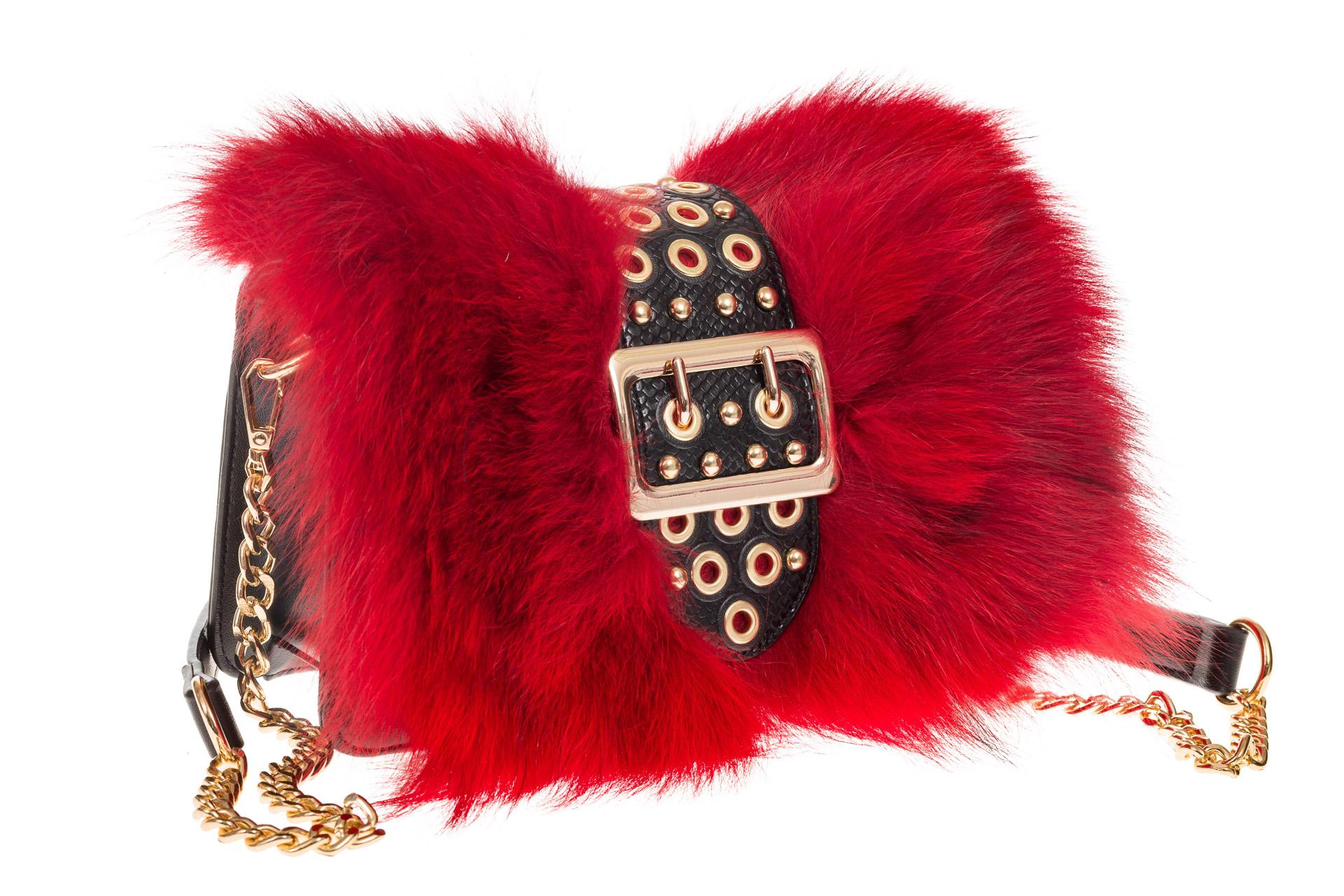 На фото 1 - Женская сумка из меха лисы, красный мультицвет