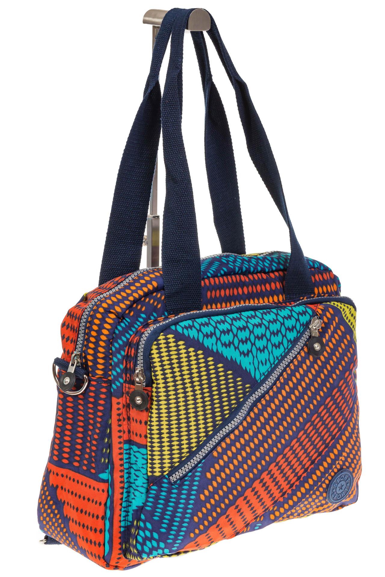 На фото 1 - Текстильная сумка-рюкзак с красным принтом