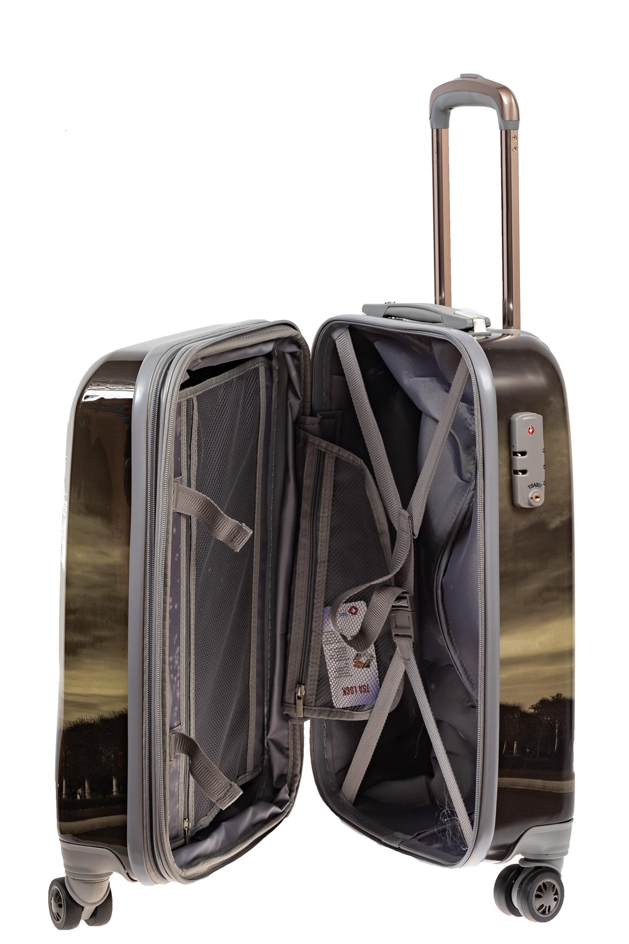 На фото 3 - Небольшой пластиковый чемодан с Эйфелевой Башней
