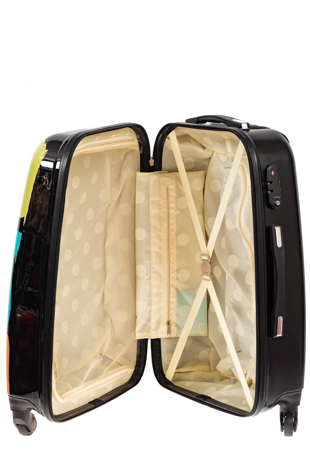 На фото 3 - Прочный пластиковый чемодан с яркой расцветкой
