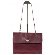На фото 2 - Мягкая сумка из натуральной кожи бордового цвета