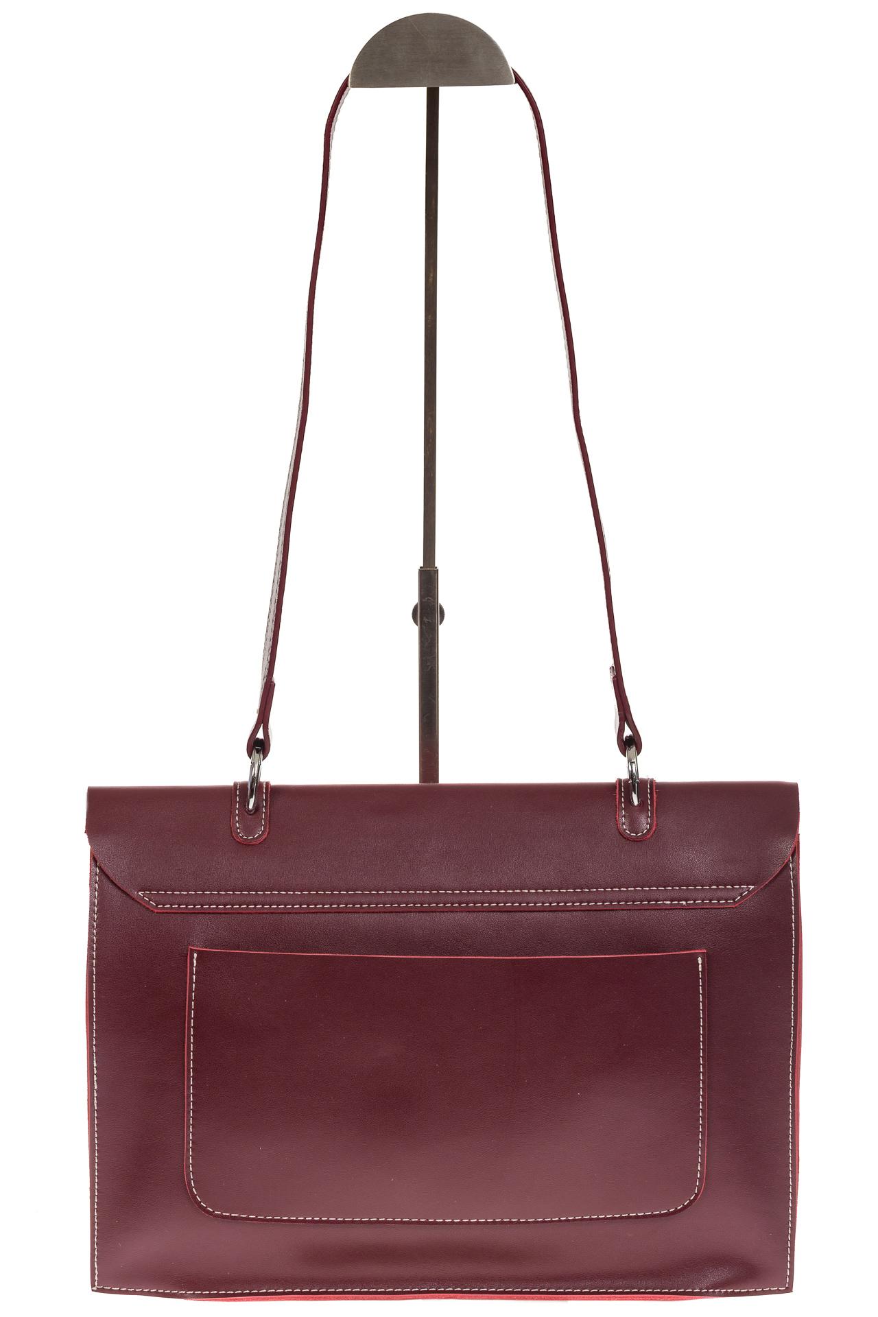 На фото 3 - Мягкая сумка из натуральной кожи бордового цвета
