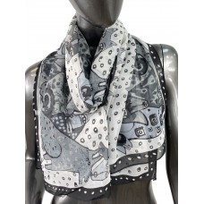 На фото 1 - Лёгкий шейный платок с яркой росписью, цвет чёрно-белый