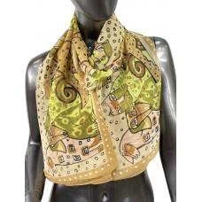 На фото 1 - Лёгкий шейный платок с яркой росписью, цвет песочный