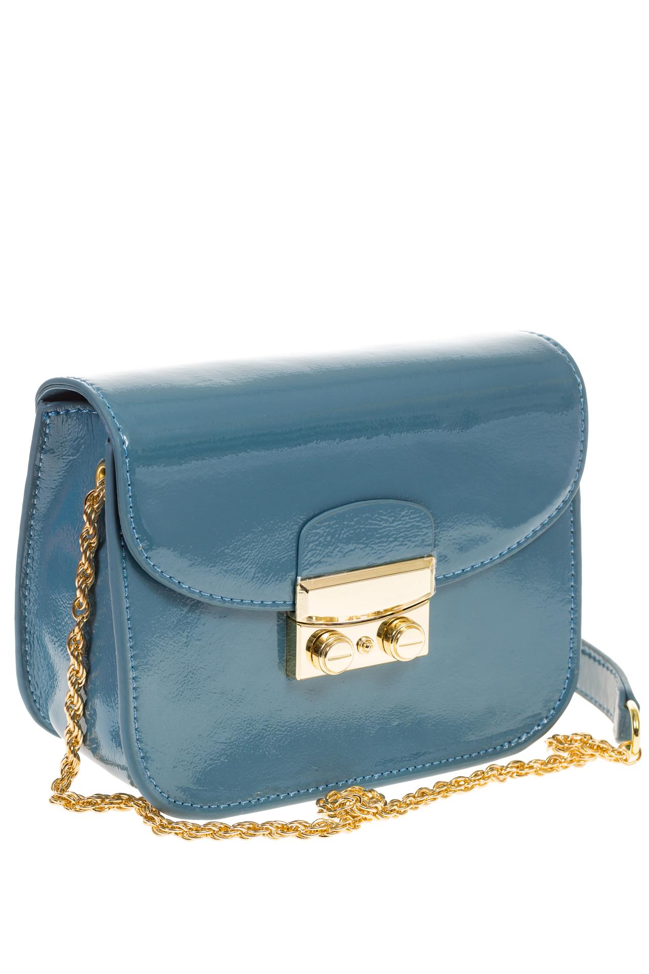 На фото  синяя наплечная сумка с лаковым эффектом 8051