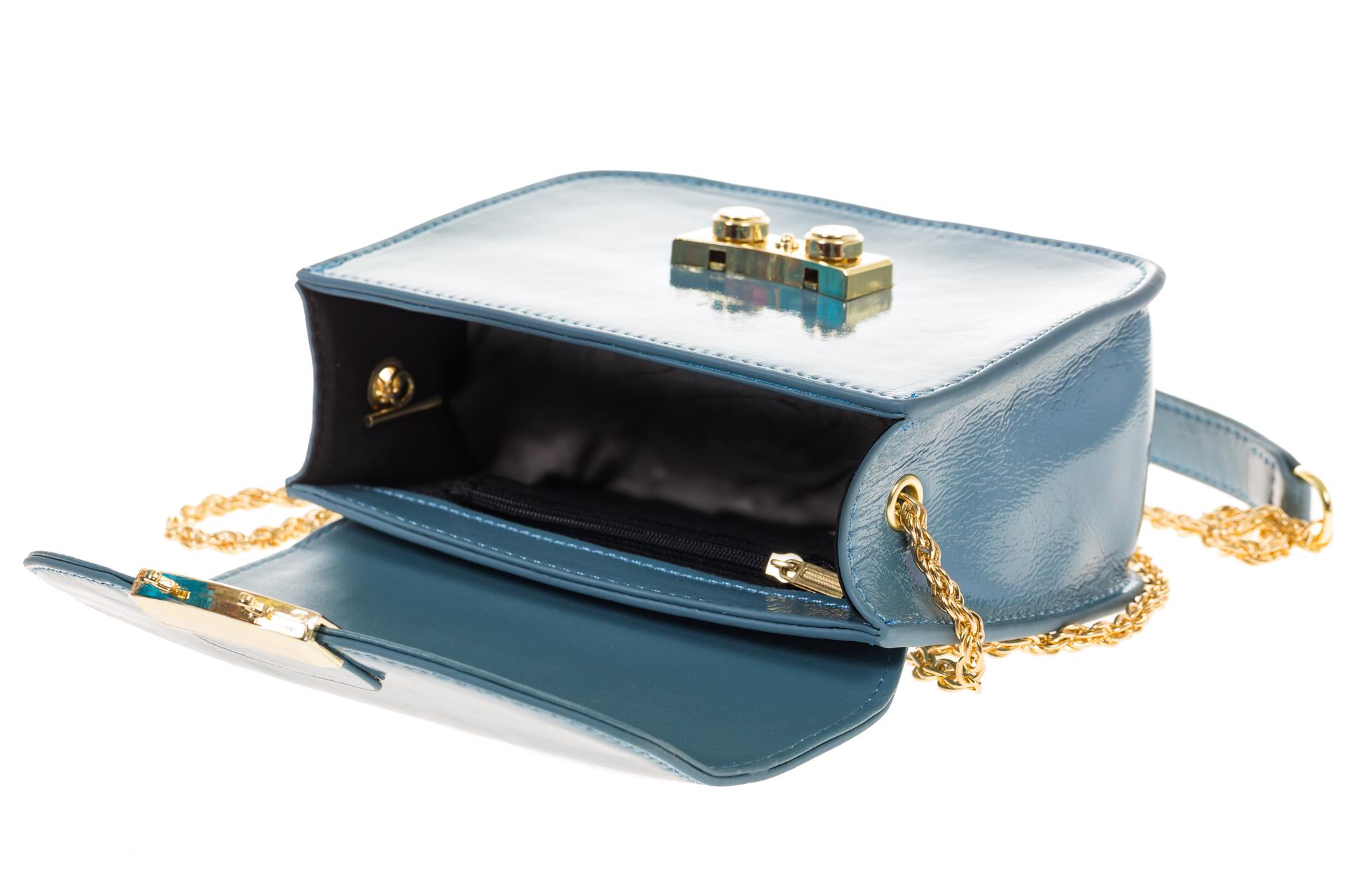 На фото 4 - Синяя сумочка cross-body из наплака с глянцевым эффектом 8051AK2
