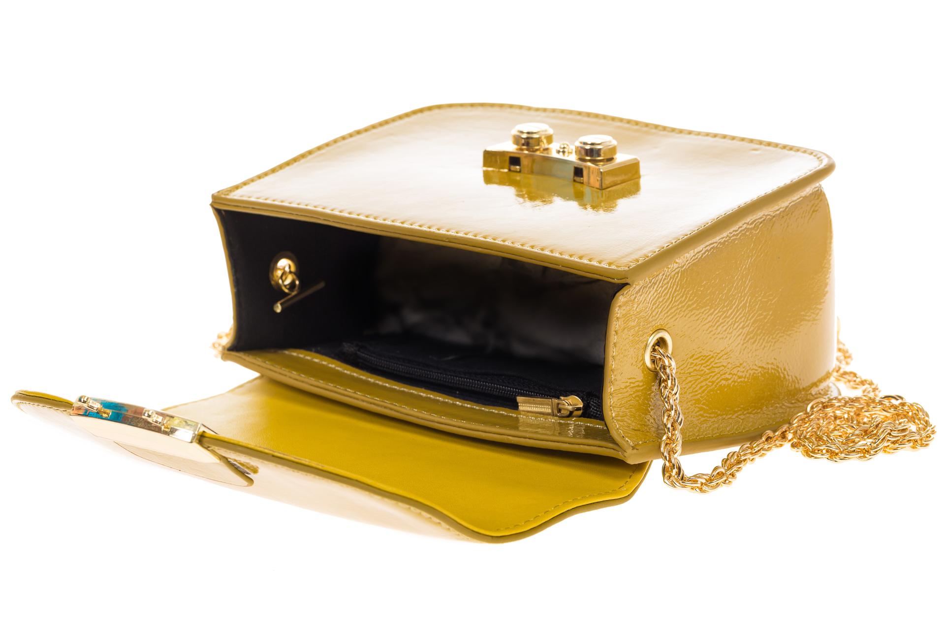 На фото 4 - Желтая сумочка cross-body из наплака с глянцевым эффектом 8051AK2